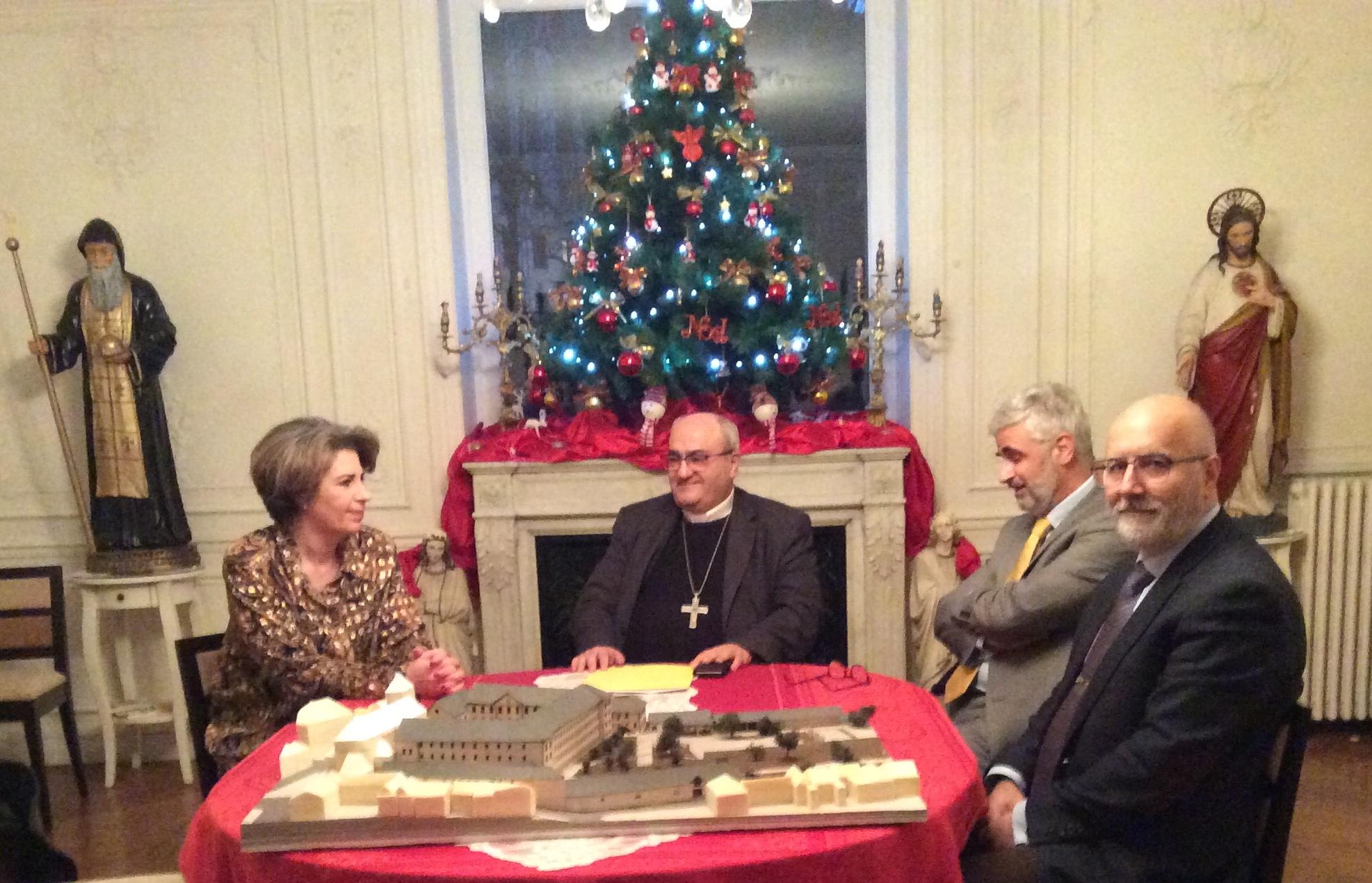 La signature d'une convention de partenariat pour la sauvegarde et la réhabilitation de l'ancienne Abbaye de St-Pé-de-Bigorre.